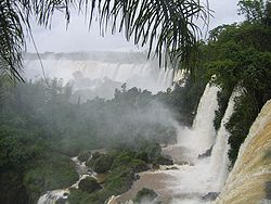 http://upload.wikimedia.org/wikipedia/commons/thumb/f/f0/Cataratas027.jpg/250px-Cataratas027.jpg
